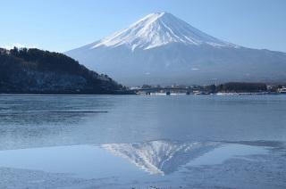 河口湖も結氷!